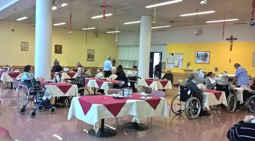 Ospiti a tavola Sala da pranzo Don Orione